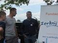 """Michał Surma ( w środku) przypomniał organizatora projektu """"Drużyny lokalne w gminie Żerków"""" – Fundację  """"ZERKNIJ TU""""!"""