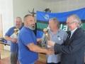 Puchar i dyplom przyjmuje drugi w klasyfikacji – Mirosław Ratajczak.