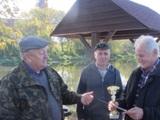 Zwyciężył Antoni Warocki ( z prawej) łowiąc na Warcie pięć szczupaków!