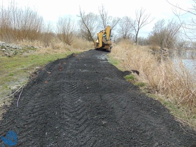 W czasie prac porządkowych wykorzystany został sprzęt zmechanizowany do wyrównywania drogi dojazdowej do łowisk Nr 619 Studzienna od strony mostku, jak również do przewożenia zebranych śmieci do miejsca składowania.
