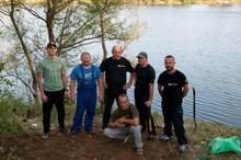 Członkowie Klubu Karpiowego Carp Way Koła Nr 45 RacibórzMiasto uczestniczący w pracach porządkowych na łowisku typu NO KILL Nr 657 Ostróg Staw Nr 5 w Raciborzu