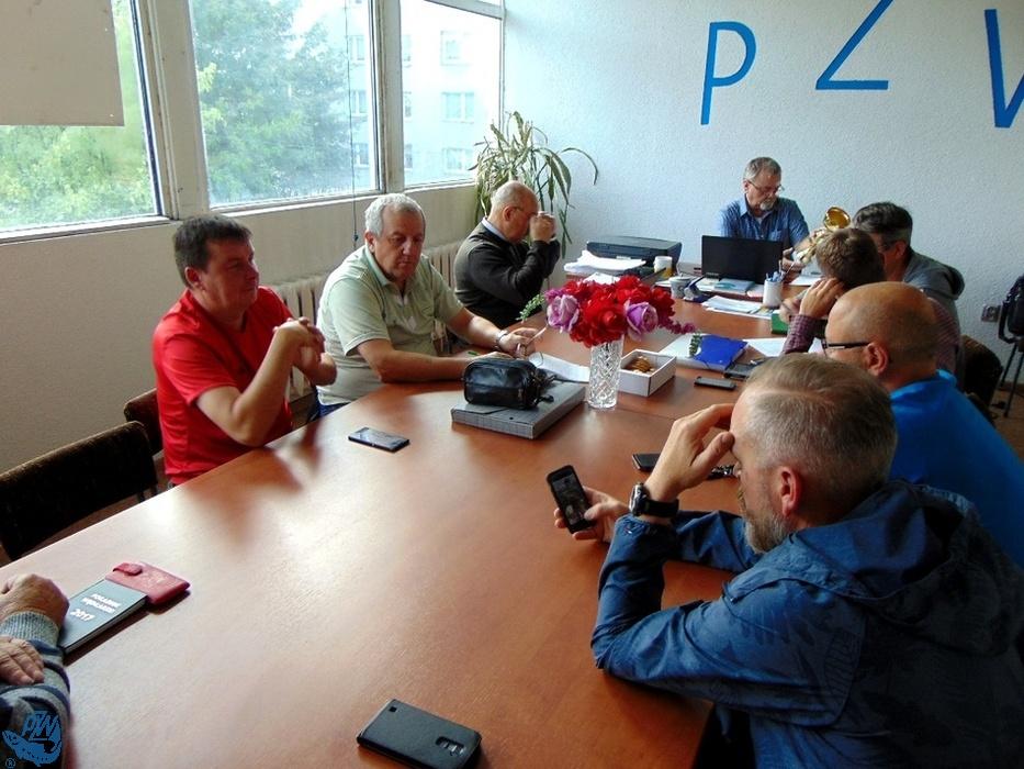 Członkowie Zarządu Koła PZW Nr 45 Racibórz-Miasto w czasie posiedzenia <br /><i>autor: Roland Przybyła</i>