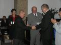 Przedstawiciele ZG PZW w Warszawie wręczają Prezesowi ZO medal przyznany chełmskiemu okręgowi ,,Za zasługi dla Polskiego Związku Wędkarskiego