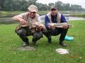 Zawody Klubowe 12.08.2007 - Sławek Brambor i Paweł Wroniewicz ze złowionymi rybami