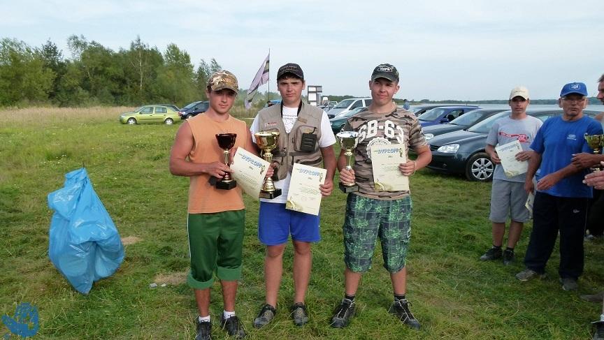 III miejsce - Jakub Skowroński (3 od lewej strony). Foto. Rafał Diug