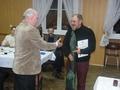 kol. Krzysztof Nowicki otrzymuje właśnie nagrodę