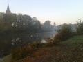 STAW w Pogorzelicy od samego rana powitał wędkarzy strzępami mgieł na wodą i łąkami, pożółkłymi liśćmi oraz pluskiem kąpiących się łabędzi.