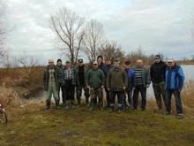 Wędkarze biorący udział w sprzątaniu łowisk Nr 619 Sudół i Nr 655 Studzienna