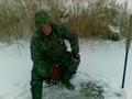 Niektórzy nowy sezon rozpoczęli już 02.01.2010 r. Razem z Prezesem wybraliśmy się na staw Starorzecze. To zdjęcie to zaprzeczenie powiedzenia, że przy jednej dziurze to nawet kot zdechnie. Połów był jak widać okazały (przynajmniej ilościowo).